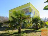Malinska- prostrana obiteljska kuća sa 2 apartmana i