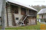 Starejša Hiša Ne Lepi Lokaciji, Potrebna Prenove